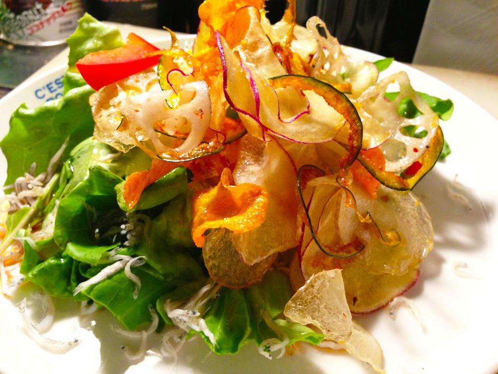 野菜チップスとじゃこのサラダ